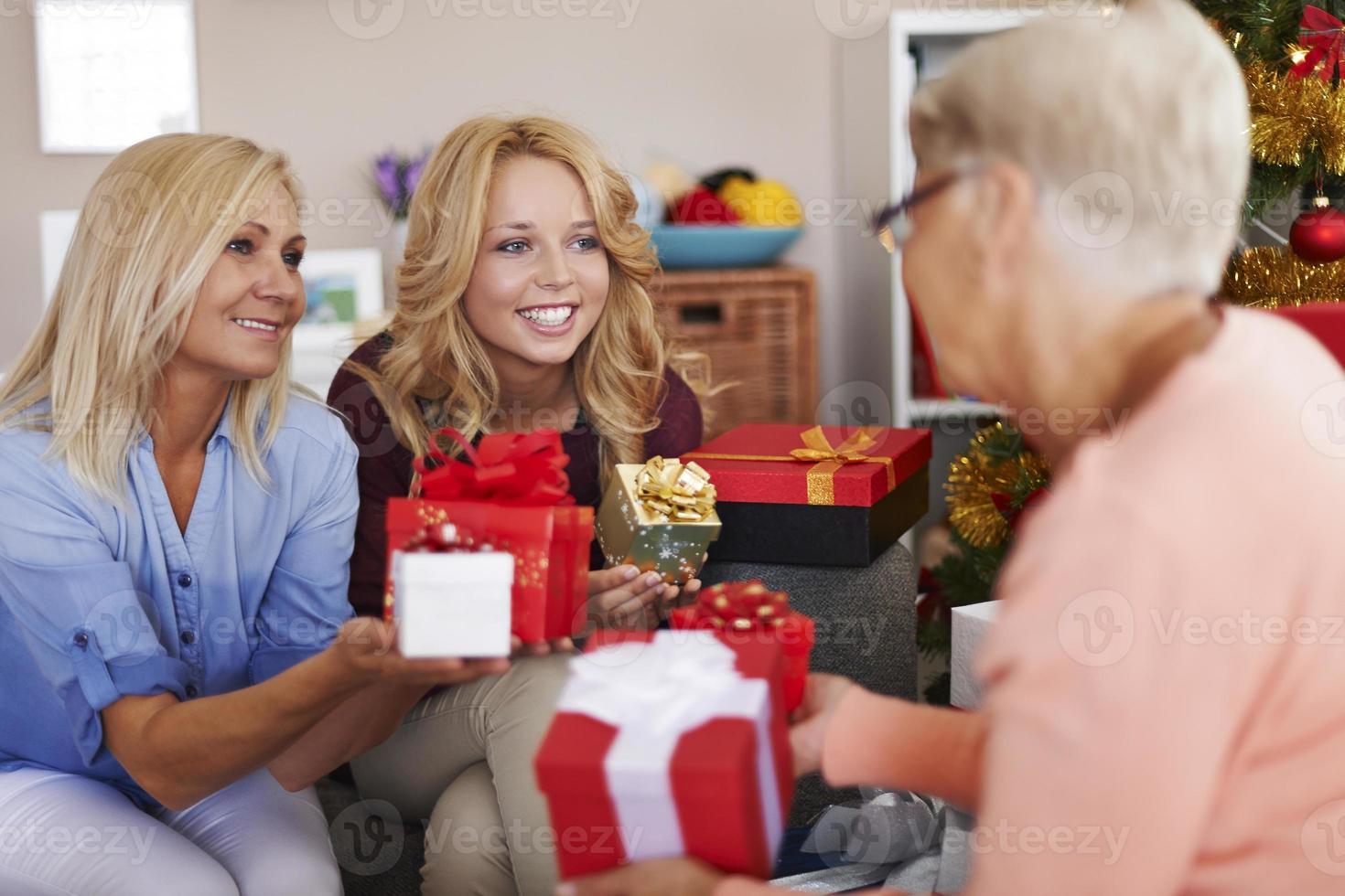 vi älskar att ge henne glädje i jultid foto
