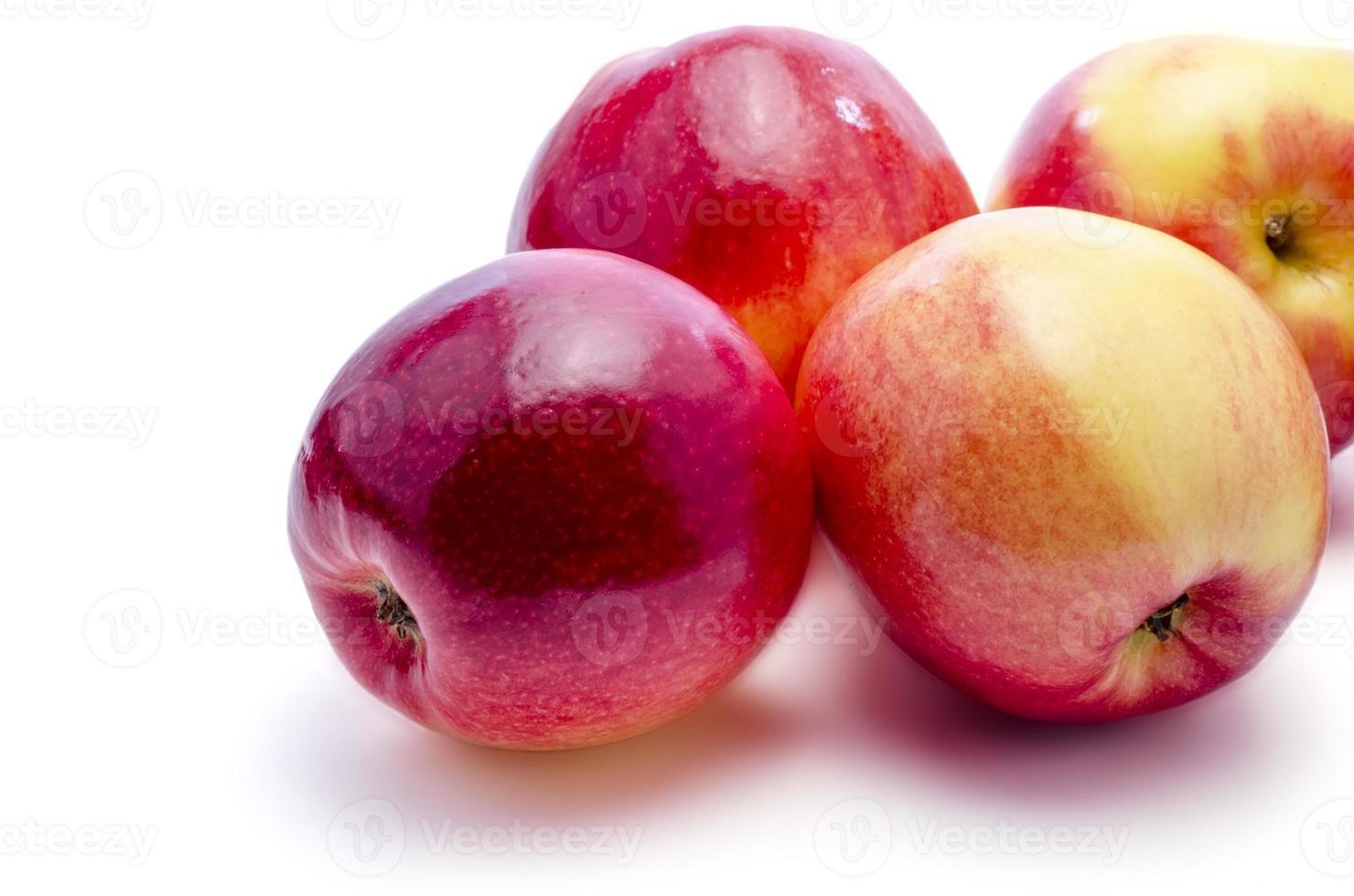 röda äpplen foto