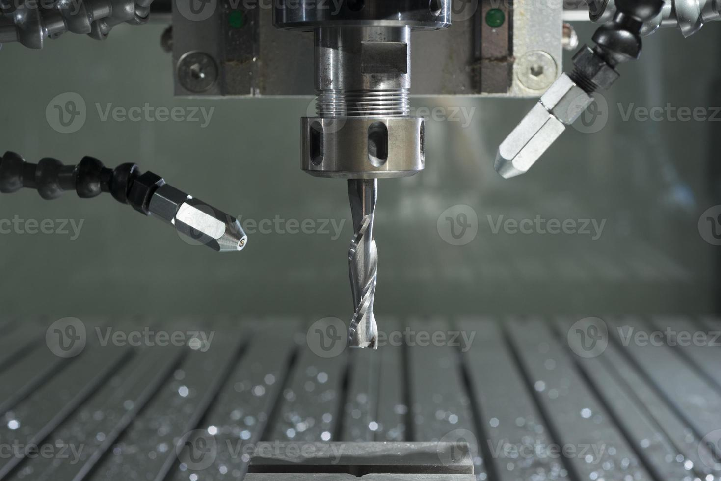 industriell CNC-fabrik automatiserad metallbearbetningsmaskin foto