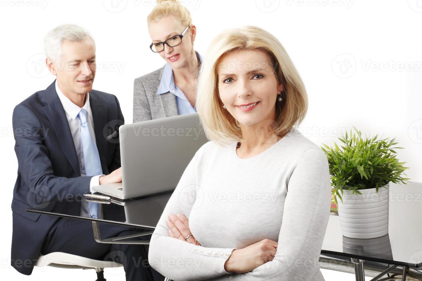 attraktiv äldre affärskvinna foto