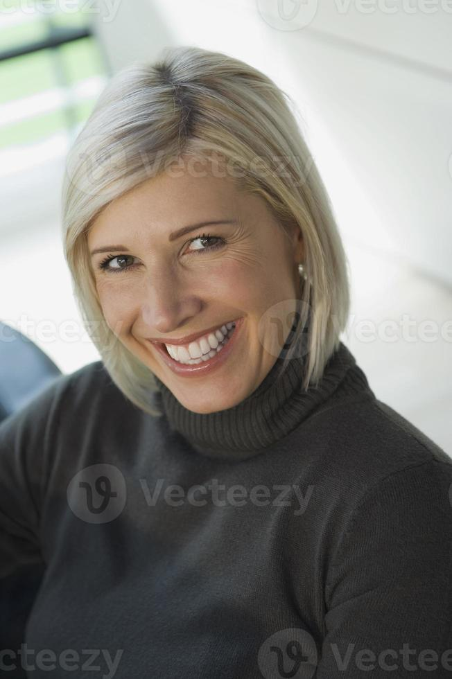 affärskvinna leende porträtt foto