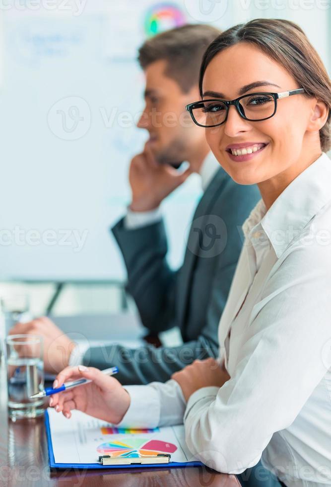 affärsmän på kontoret foto