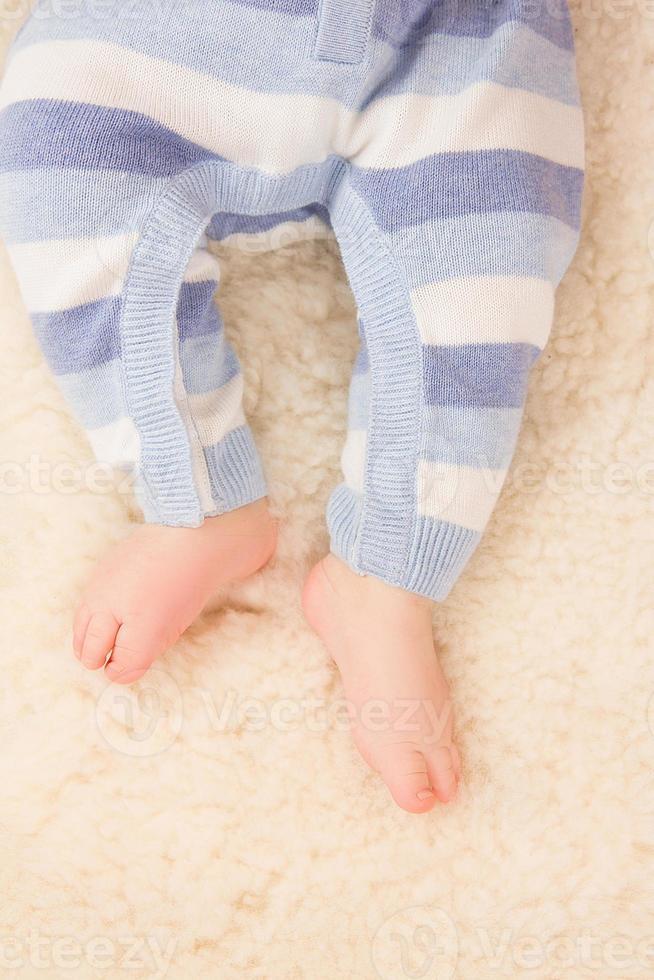 spädbarn fötter foto