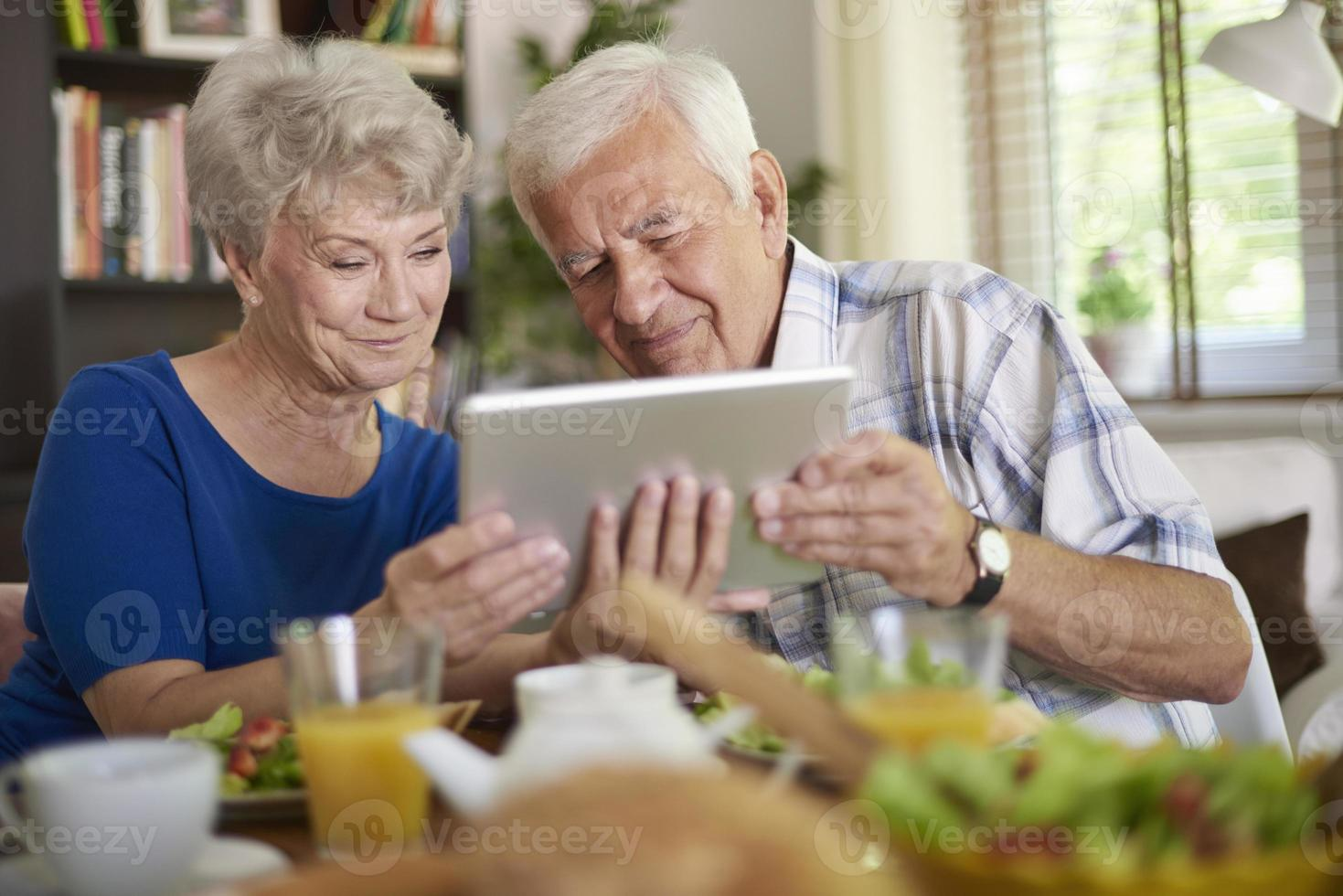 internet är inte en hemlighet för seniorer alls foto