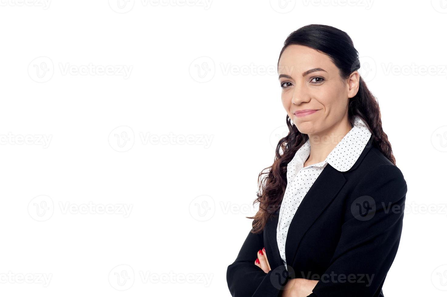 le affärskvinna med vikta armar foto