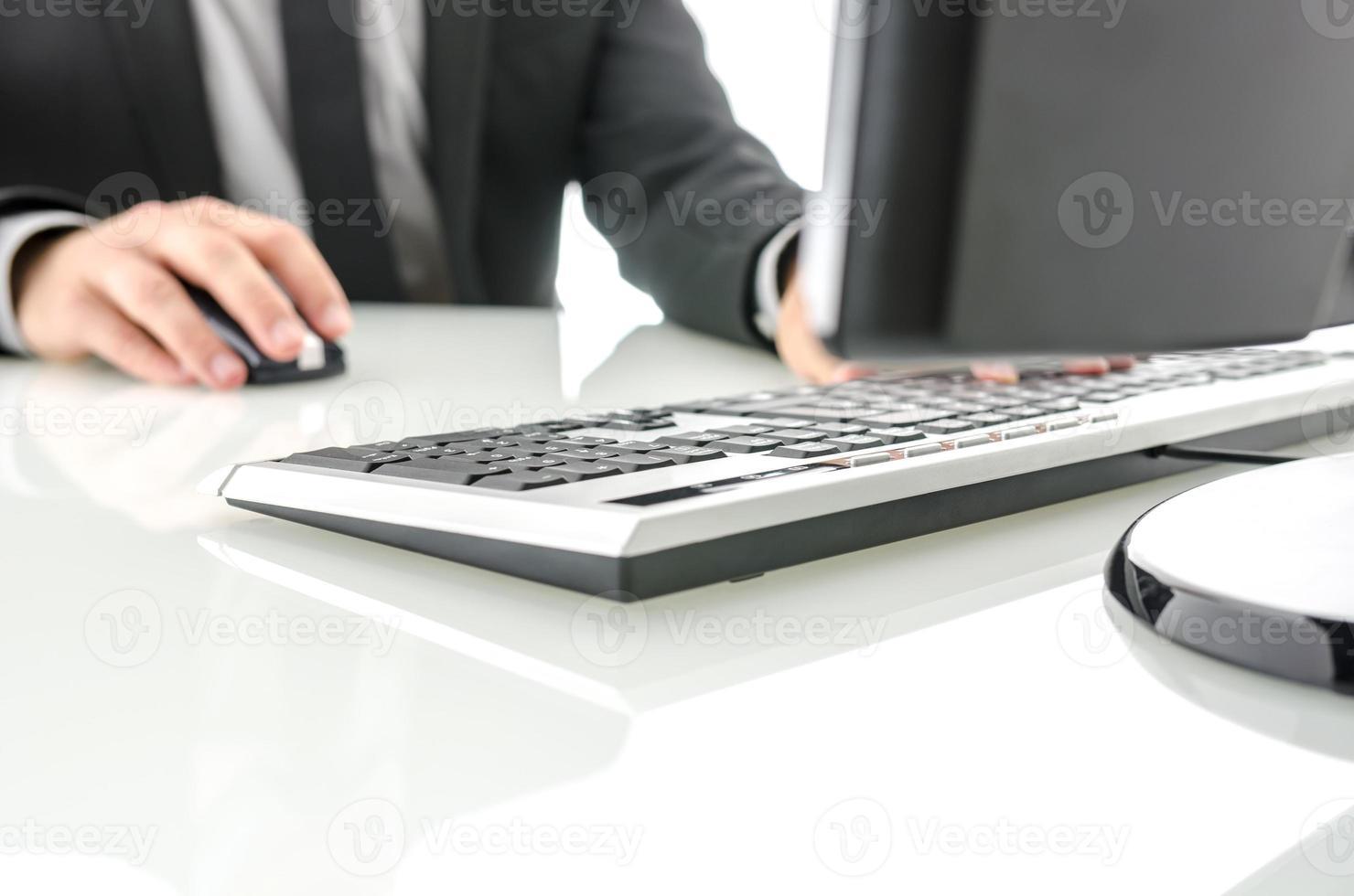 kontorsskrivbord foto