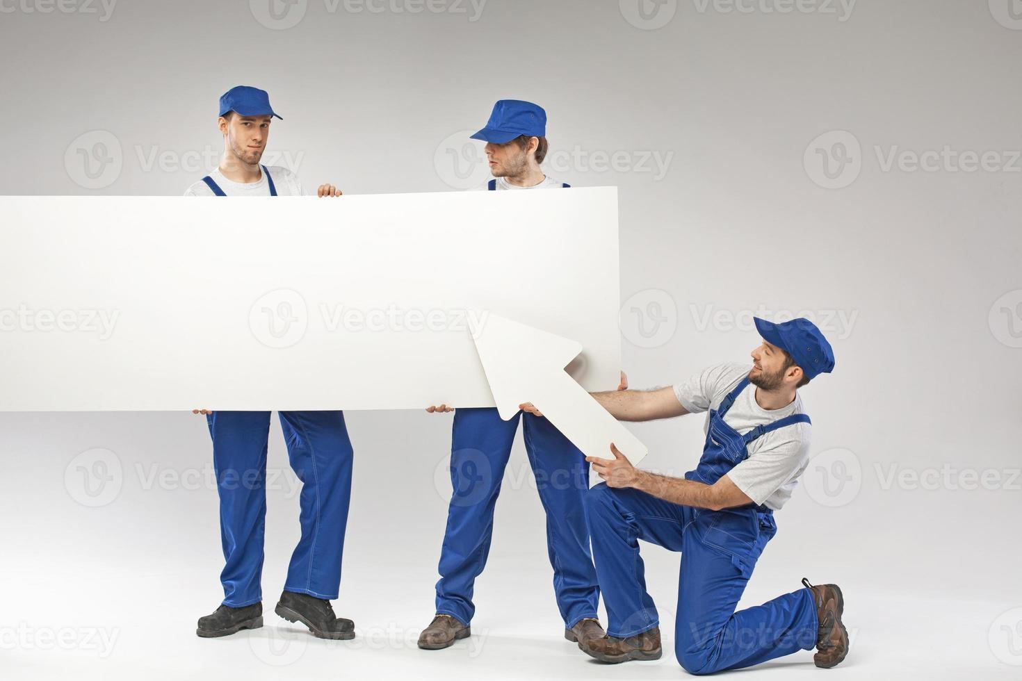 porträtt av de tre anställda foto