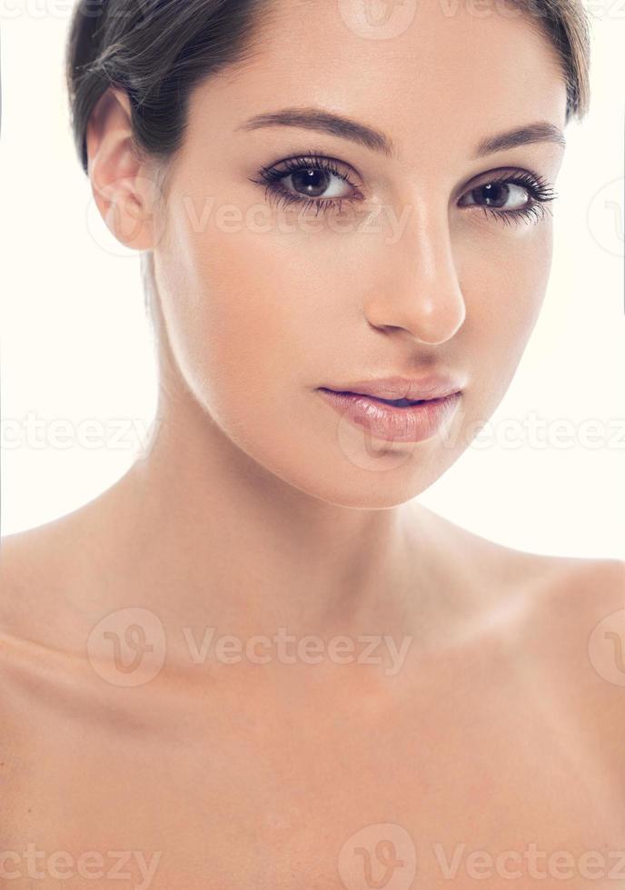 vacker glad ung kvinna porträtt ansikte horisontellt foto