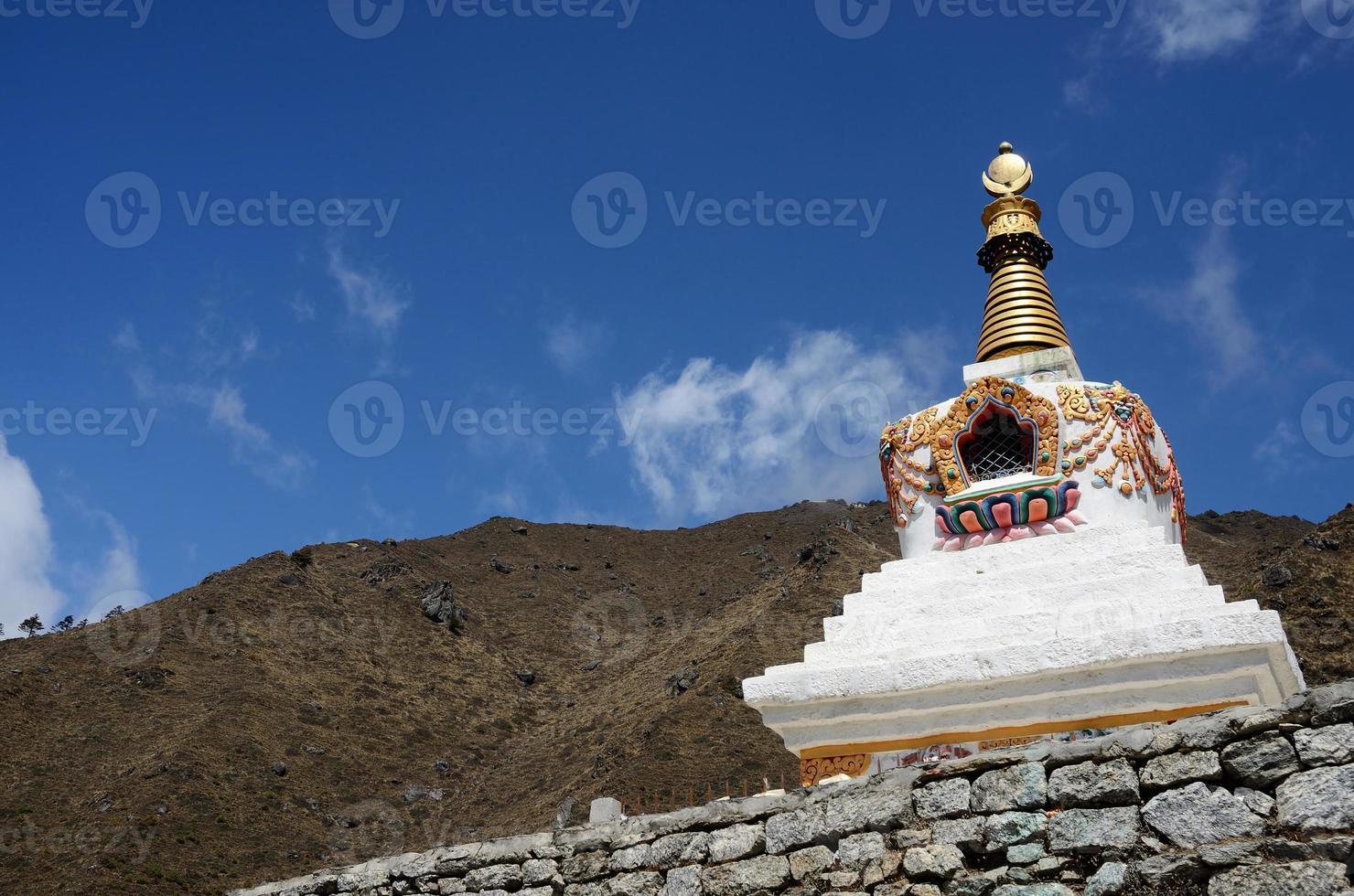 traditionell tibetansk stupa i Nepal, Asien foto