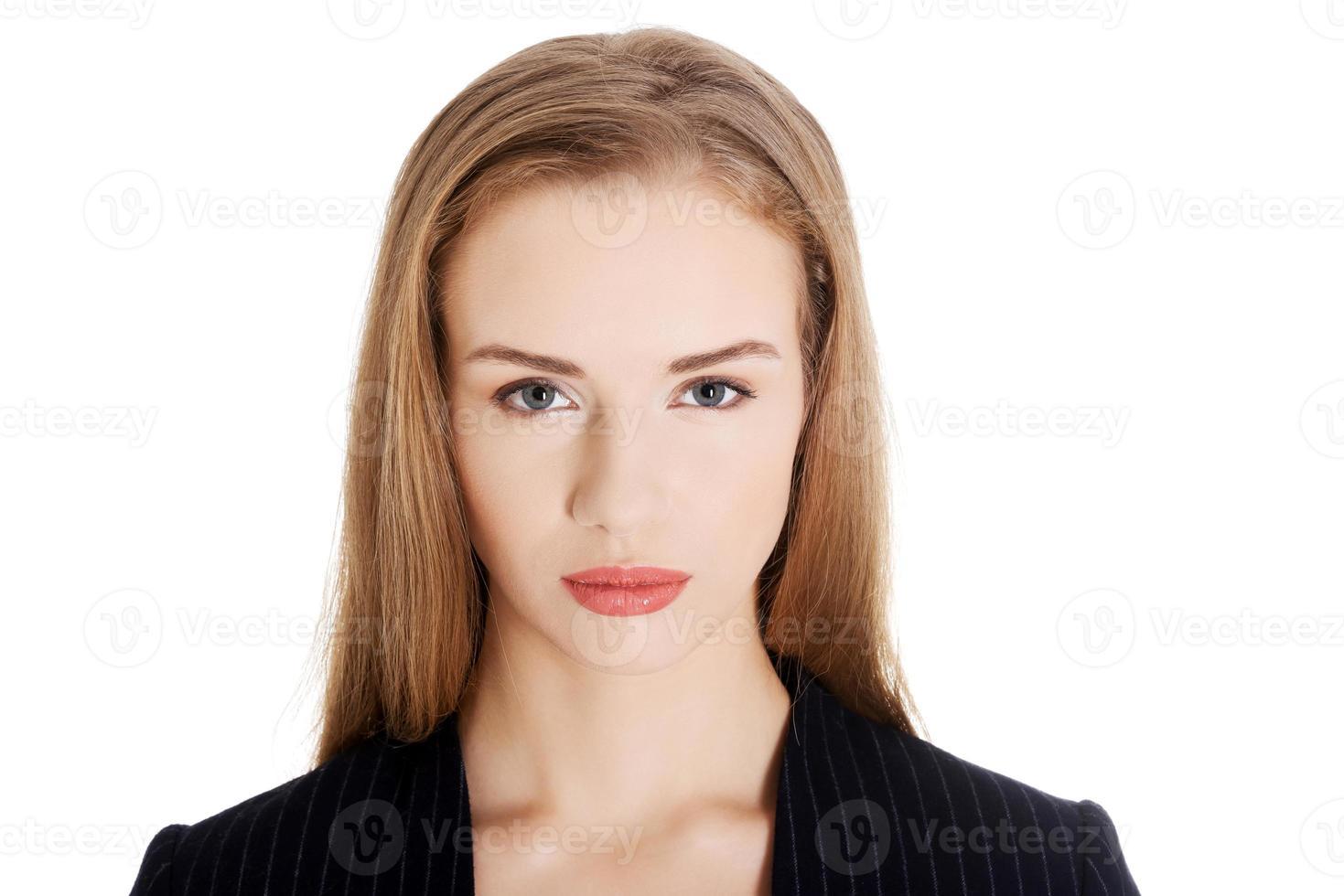 porträtt av vacker kaukasisk affärskvinna. foto