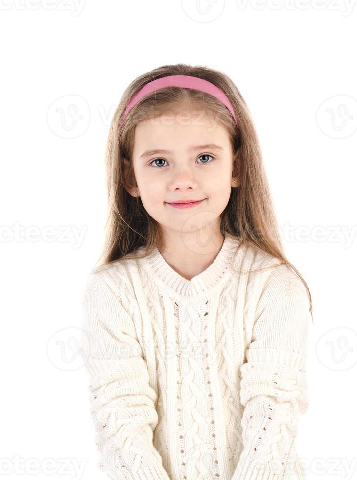 porträtt av söt leende liten flicka isolerad foto