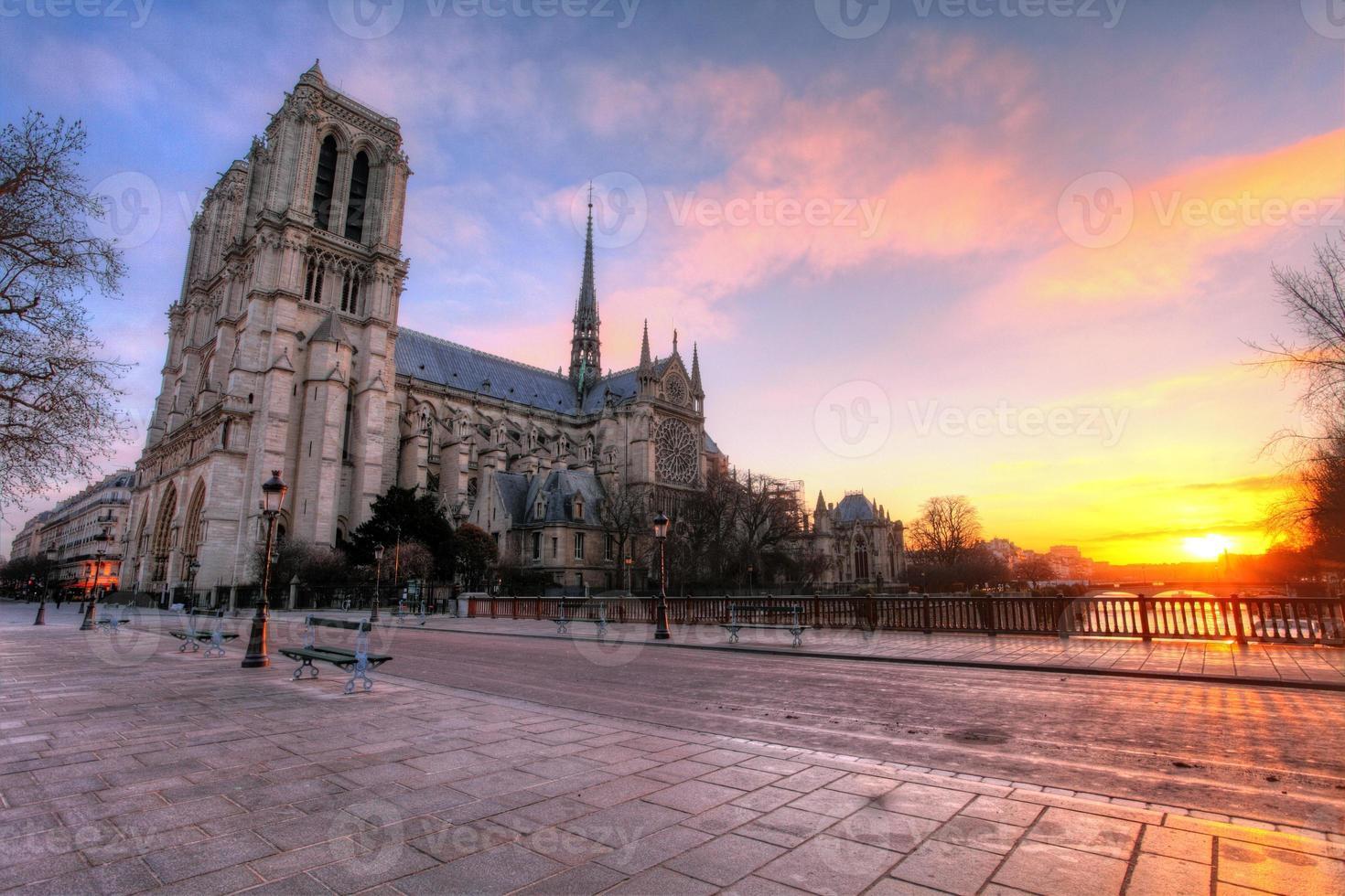 Paris - Notre Dame vid soluppgången, Frankrike foto