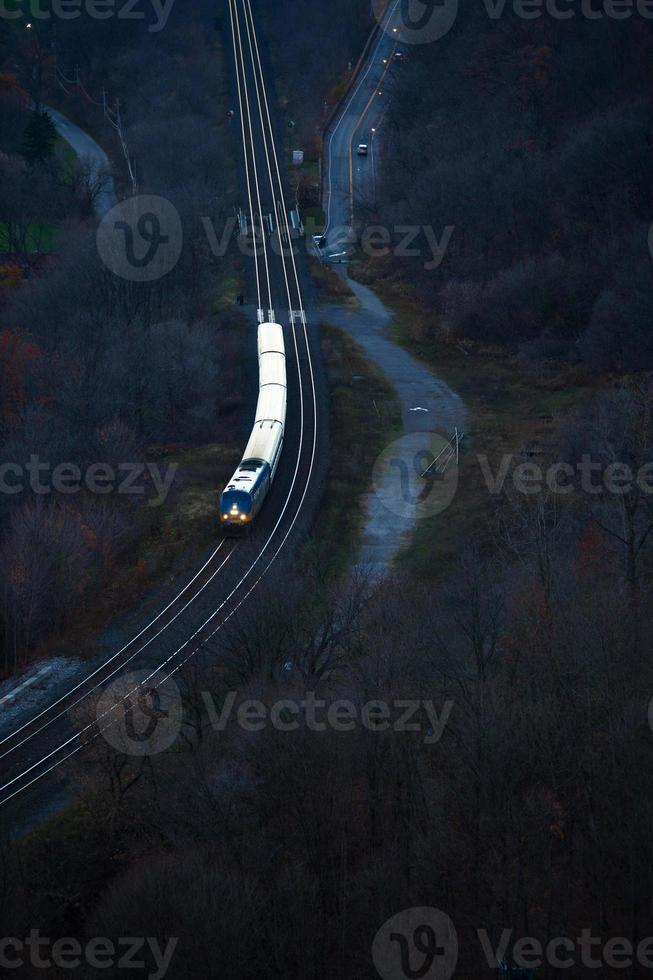 Flygfoto över tågspår genom Hamilton foto