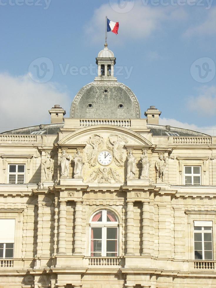 senatbyggnad i den luxemburgska trädgården (paris) foto
