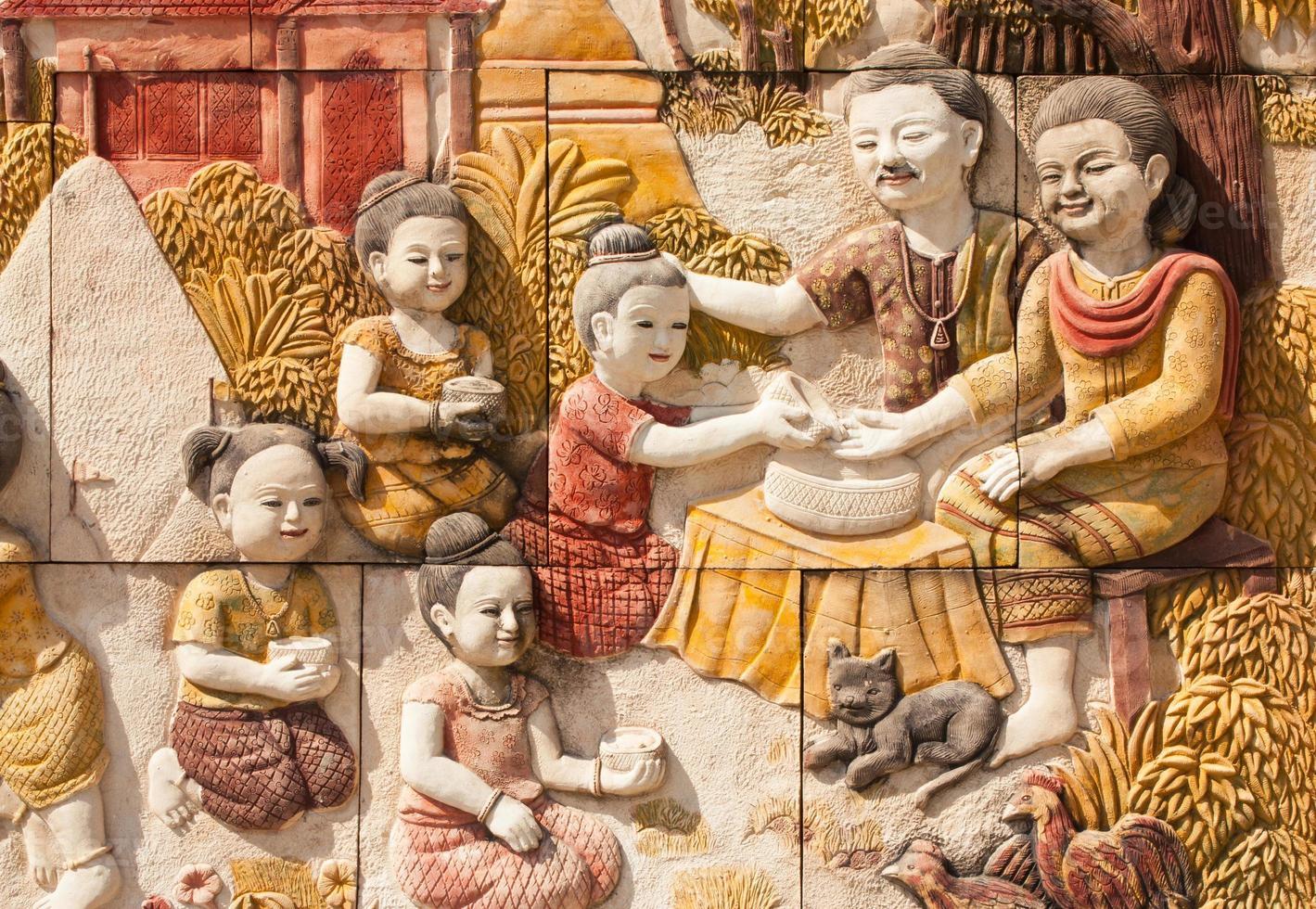 sten snidning av thailändsk kultur av Songkran festival foto