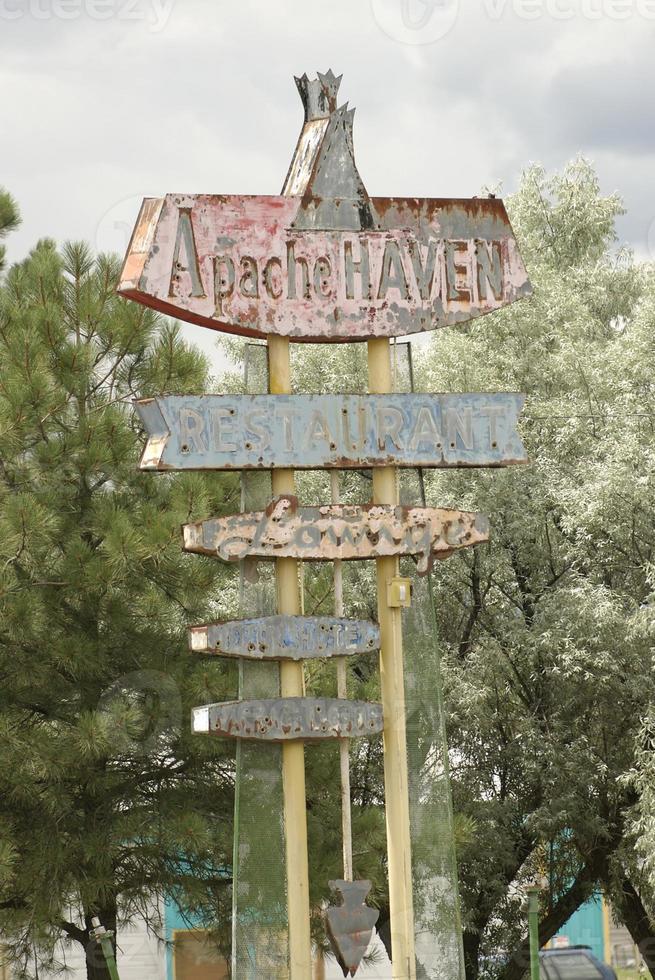 apache vägskylt i nya mexico foto