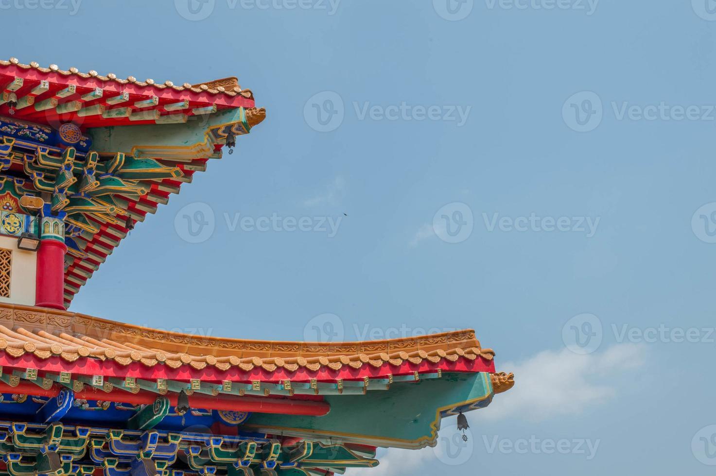 det kinesiska templet med himlen foto
