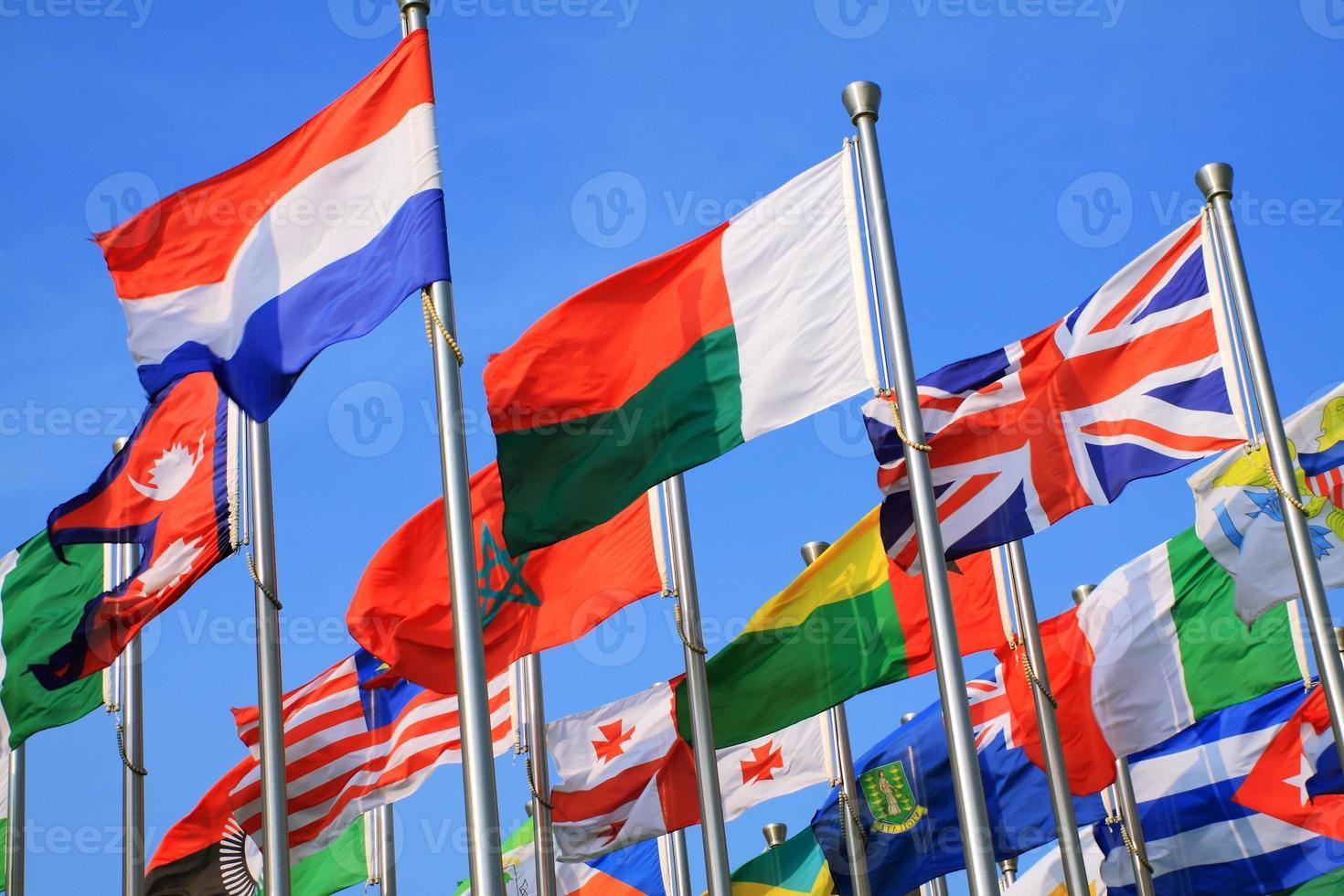 olika olika flaggland foto