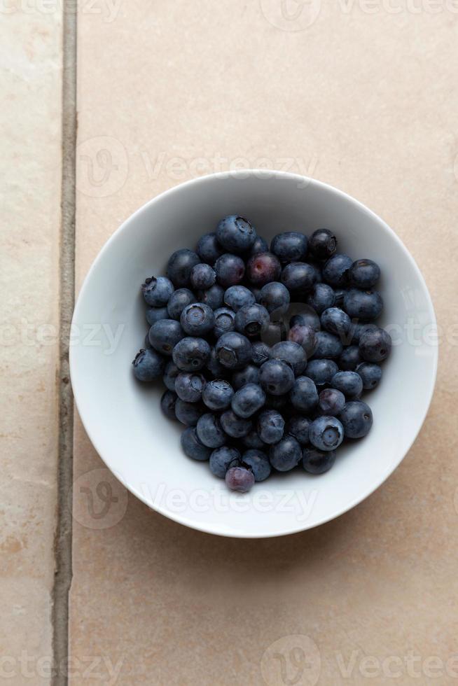 mogna blåbär i skålen foto