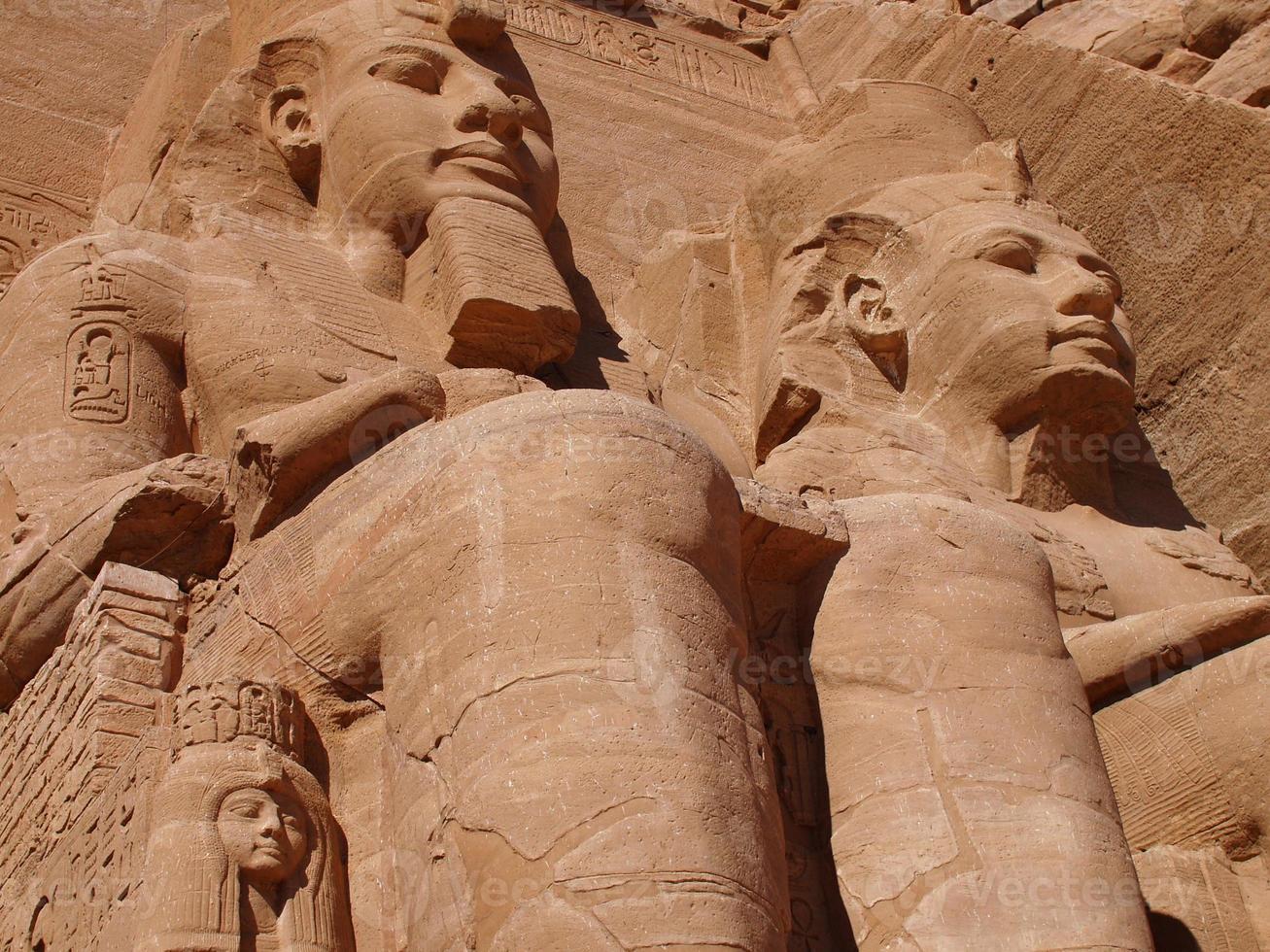 abu simbel staty av ramses foto
