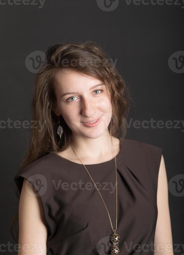 porträtt på svart bakgrund foto