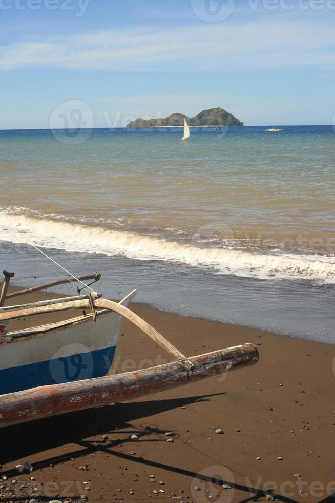 banka båt på stranden foto