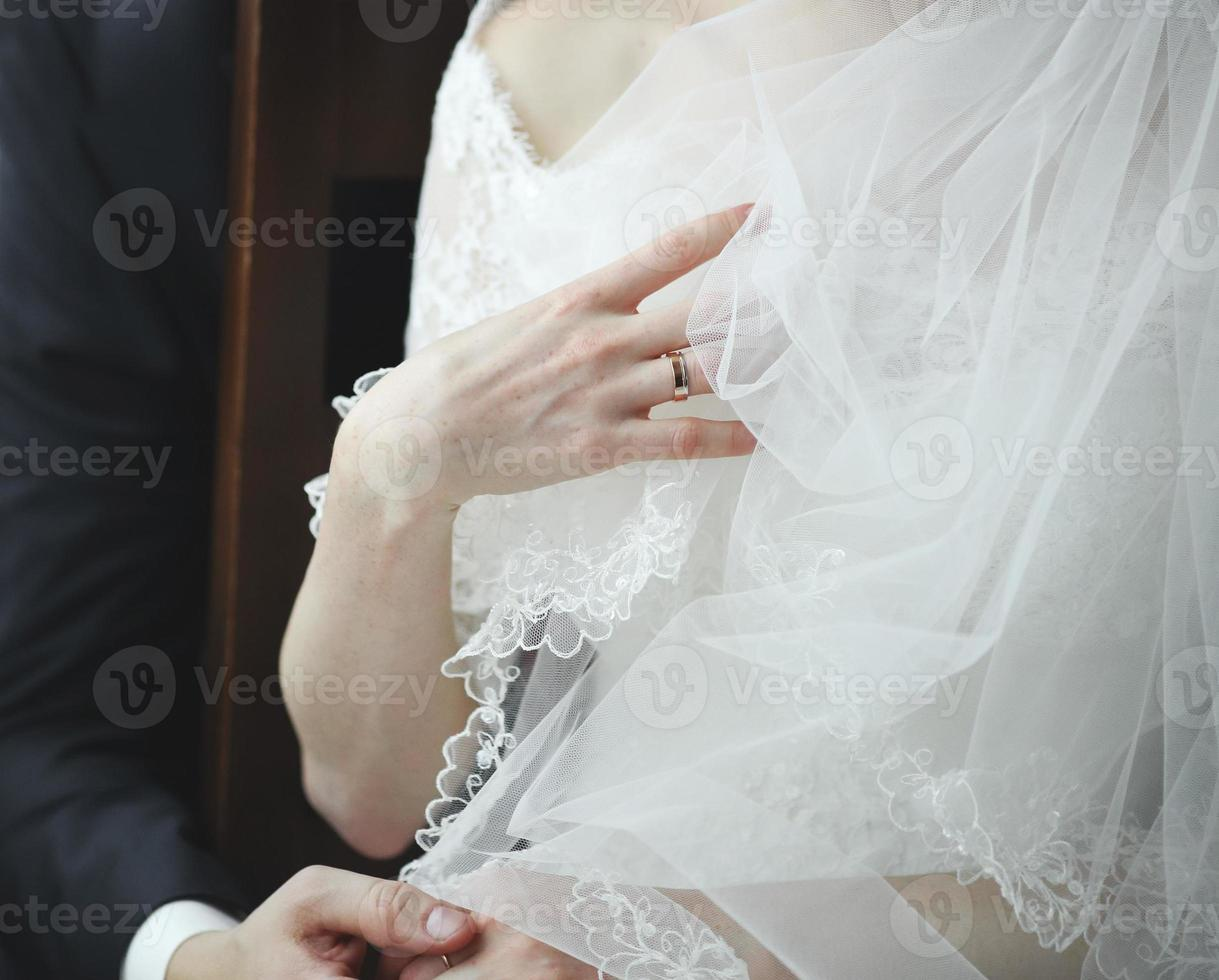 vacker kaukasisk ung brud. foto