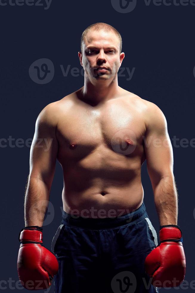 muskulös man - ung kaukasisk boxare foto