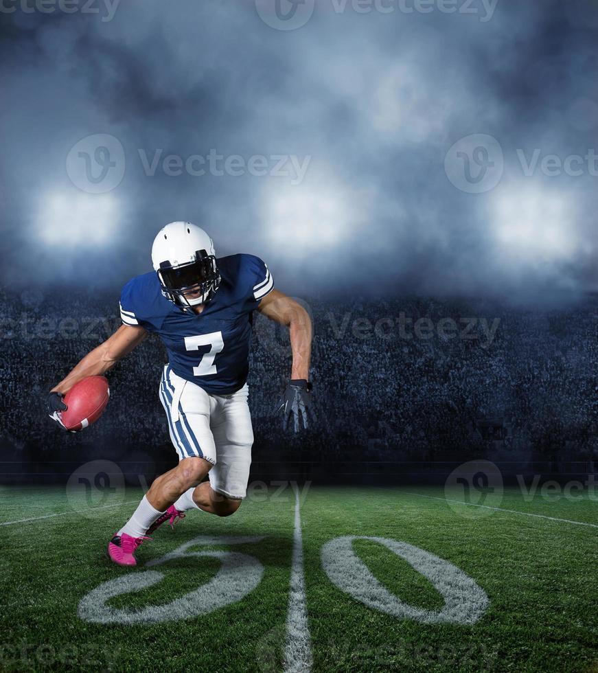 amerikansk fotbollsspelare under ett spel foto