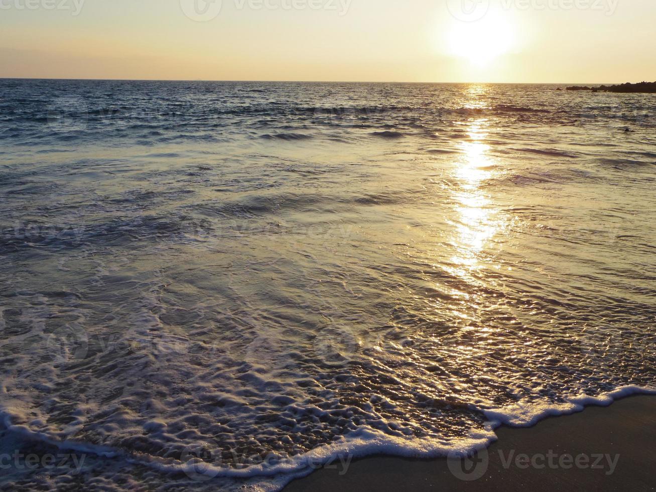 solnedgångstrand i Hawaii foto