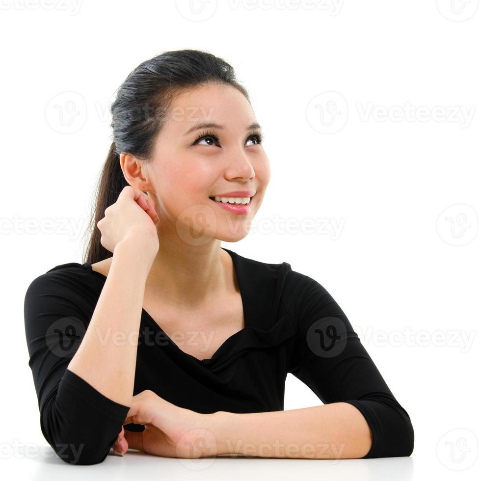 asiatisk kvinnastående. foto