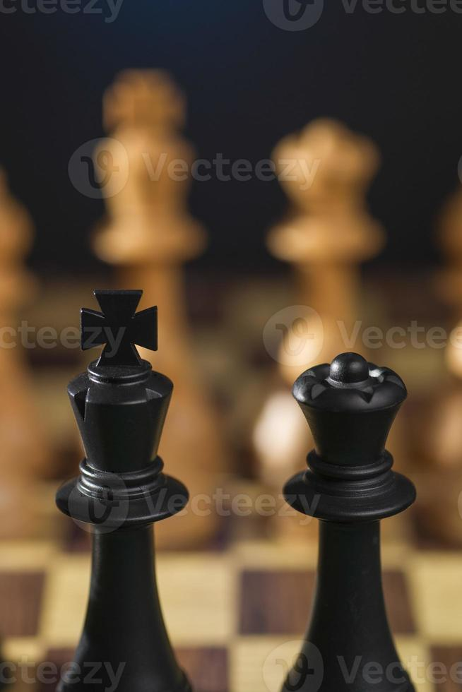 några schack träbitar foto
