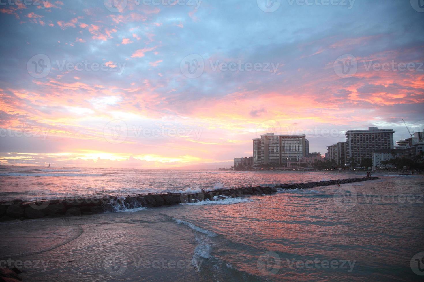 solnedgång i waikiki beach foto