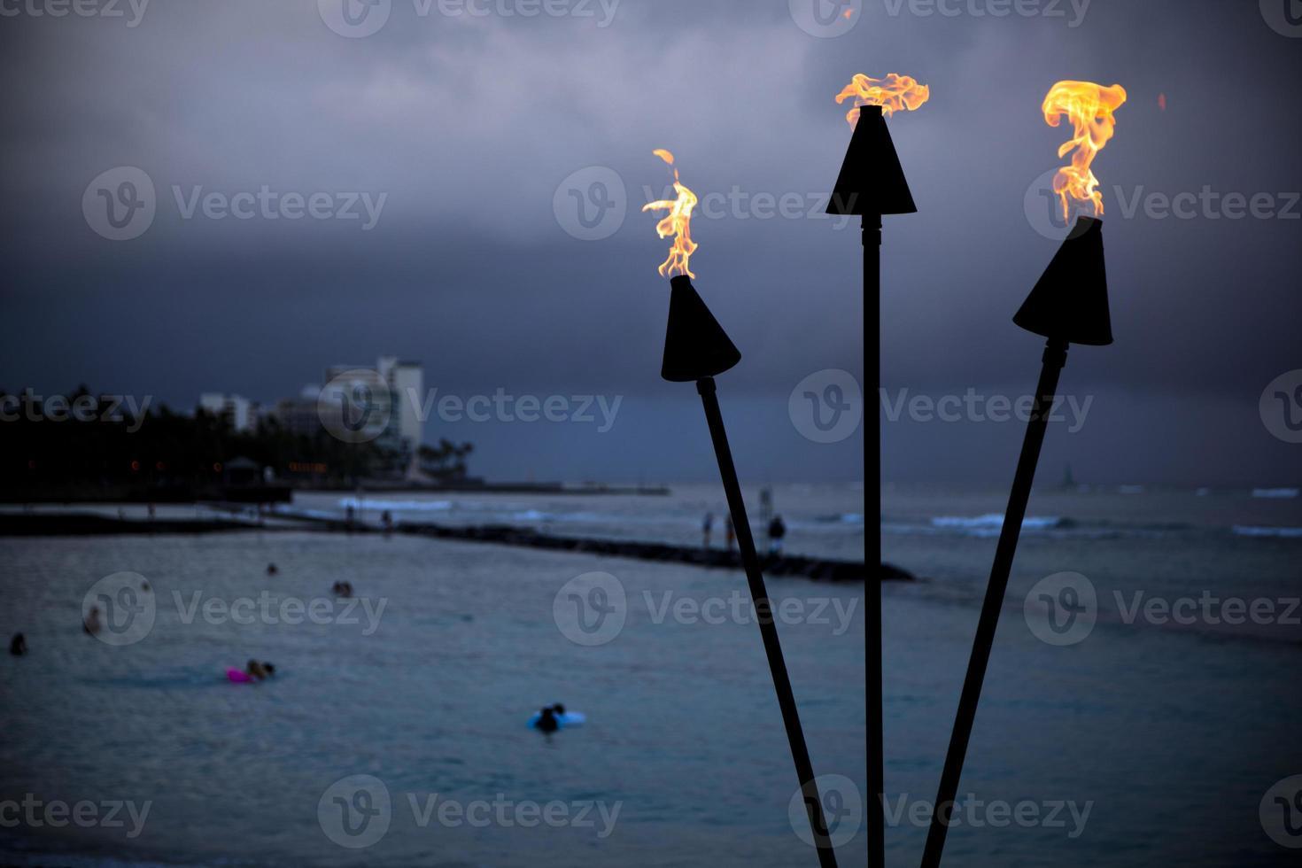 waikiki flammande fackla foto