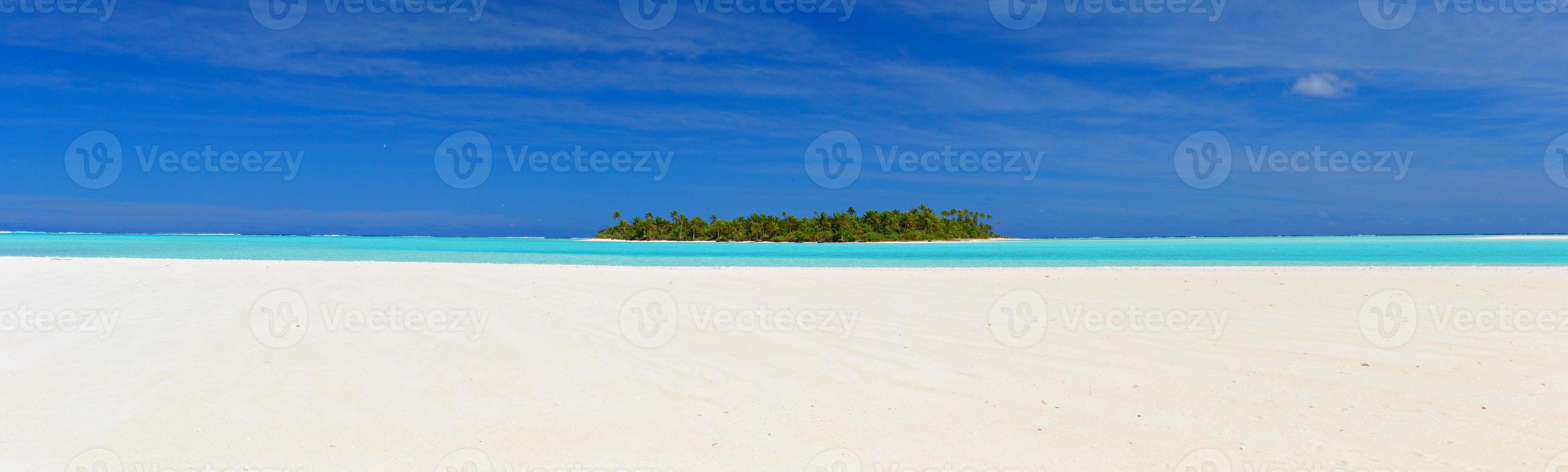 xl panoramautsikt över en Stillehavsatoll foto
