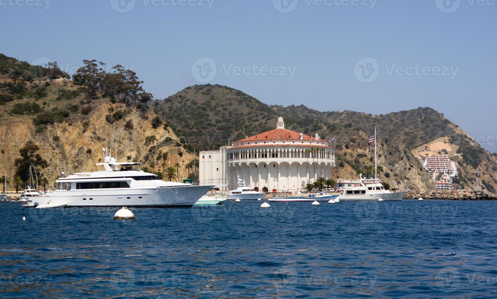 mega yacht i avalon hamn foto