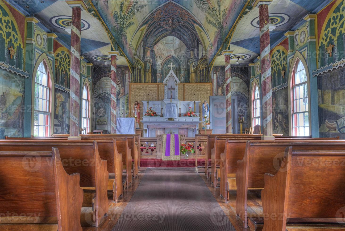 målad kyrka foto