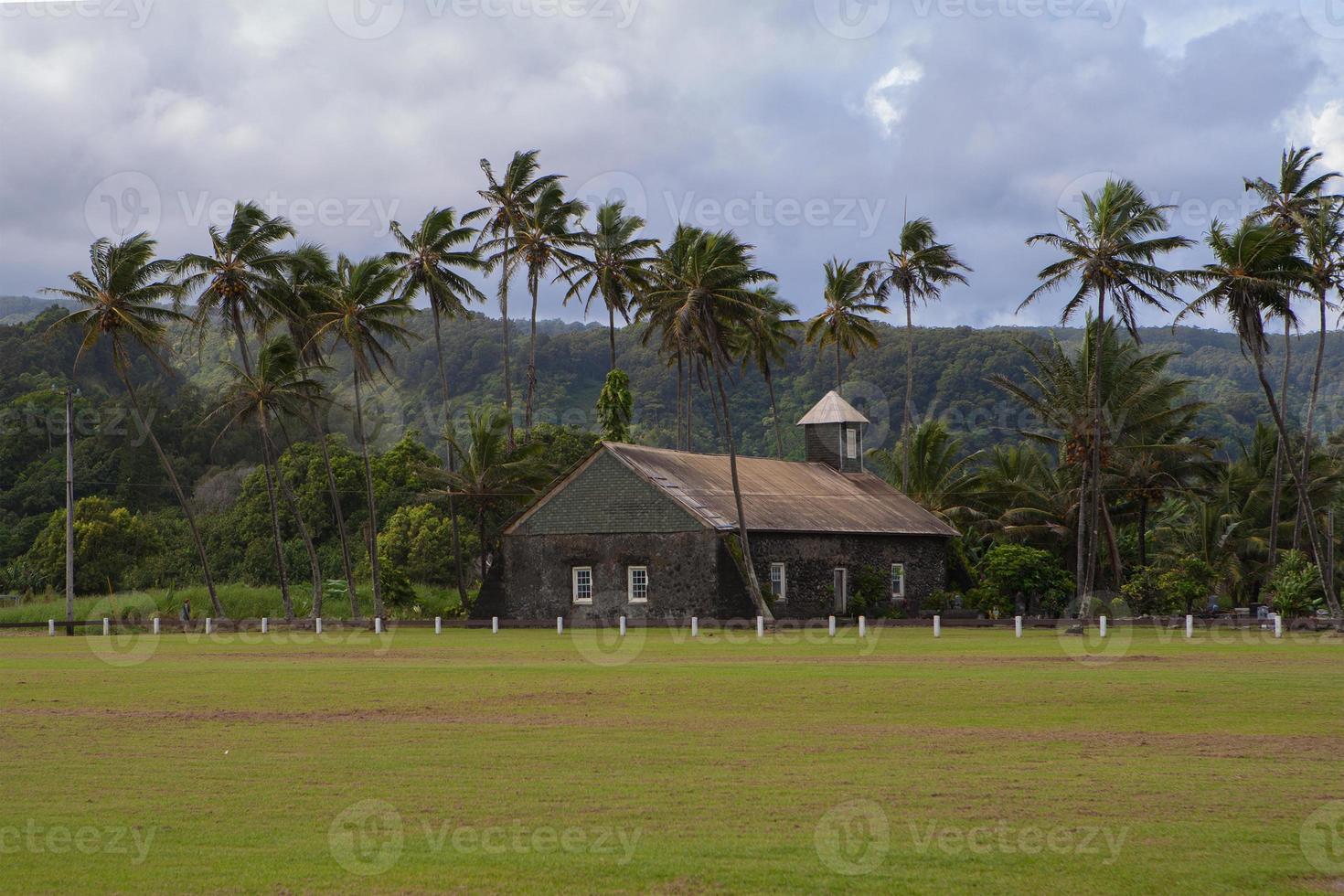 avlägsen kyrka foto