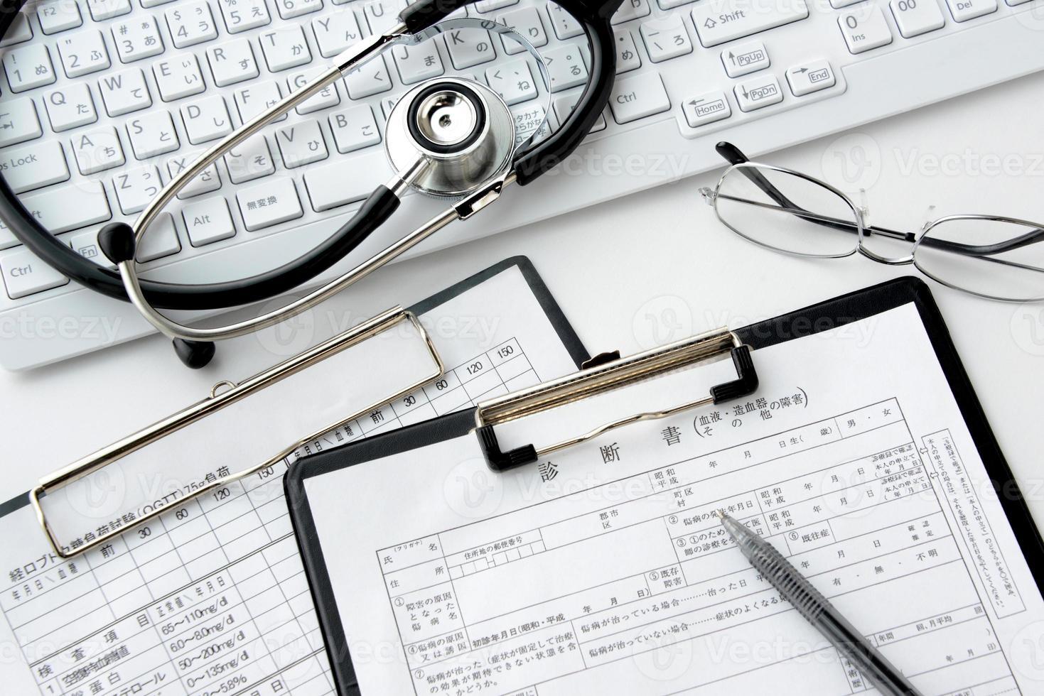 läkares skrivbord foto