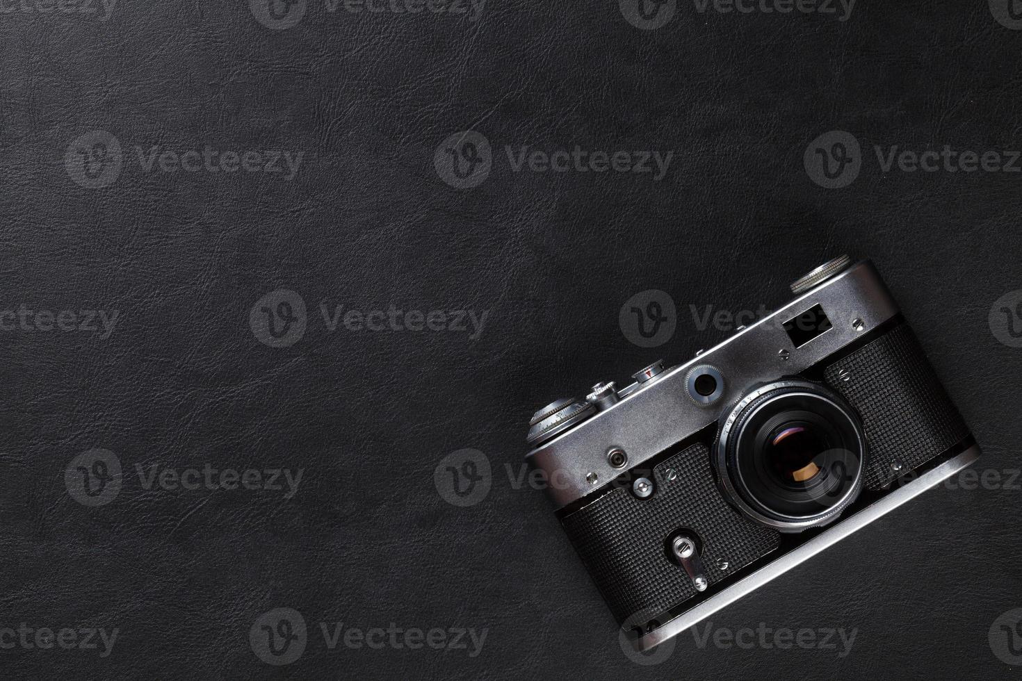 vintage filmkamera över läderbord foto