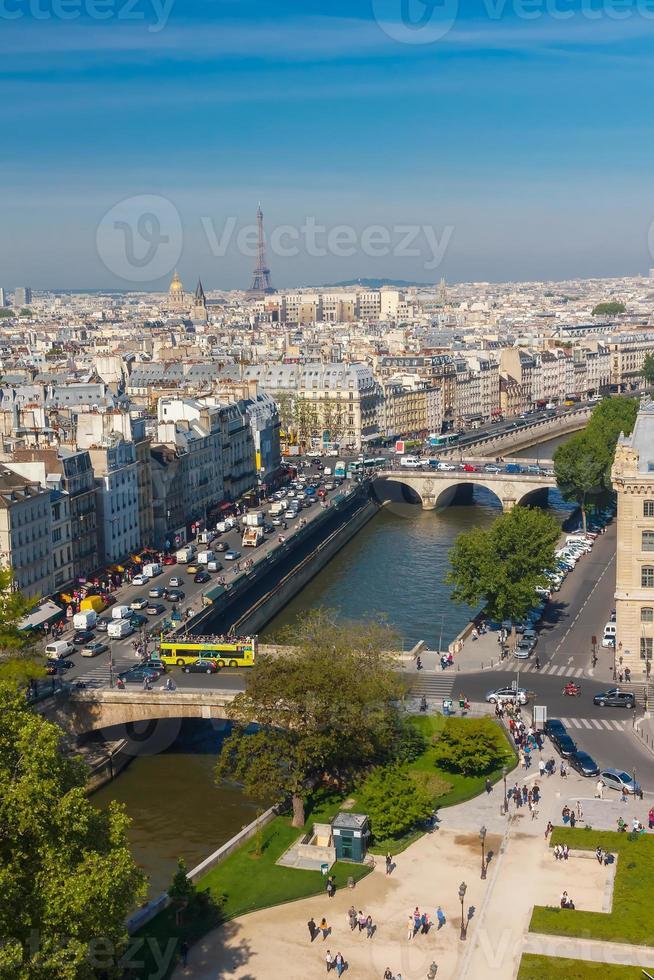 utsikt över Paris från Notre Dame-katedralen foto