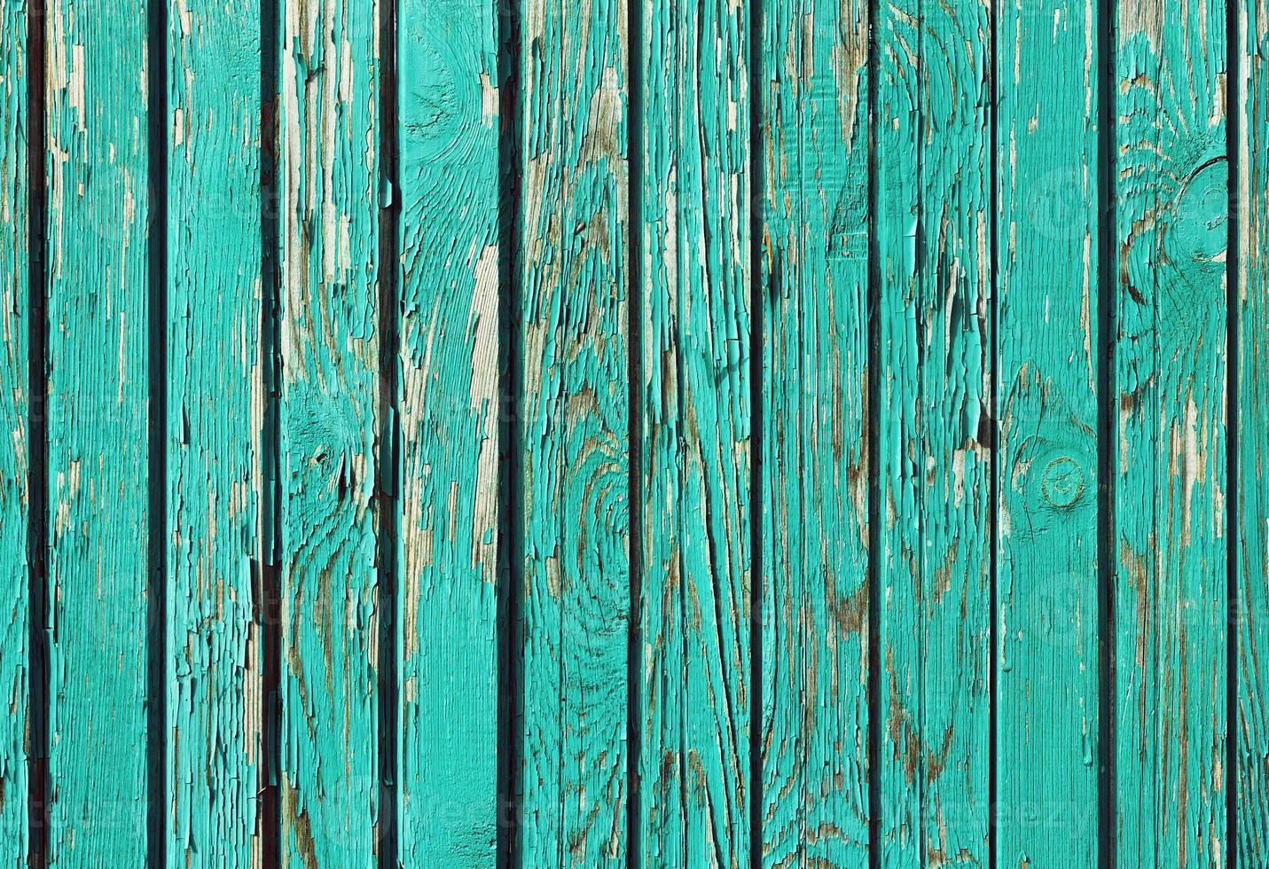gamla shabby träplankor med knäckt färg, retro bakgrund foto