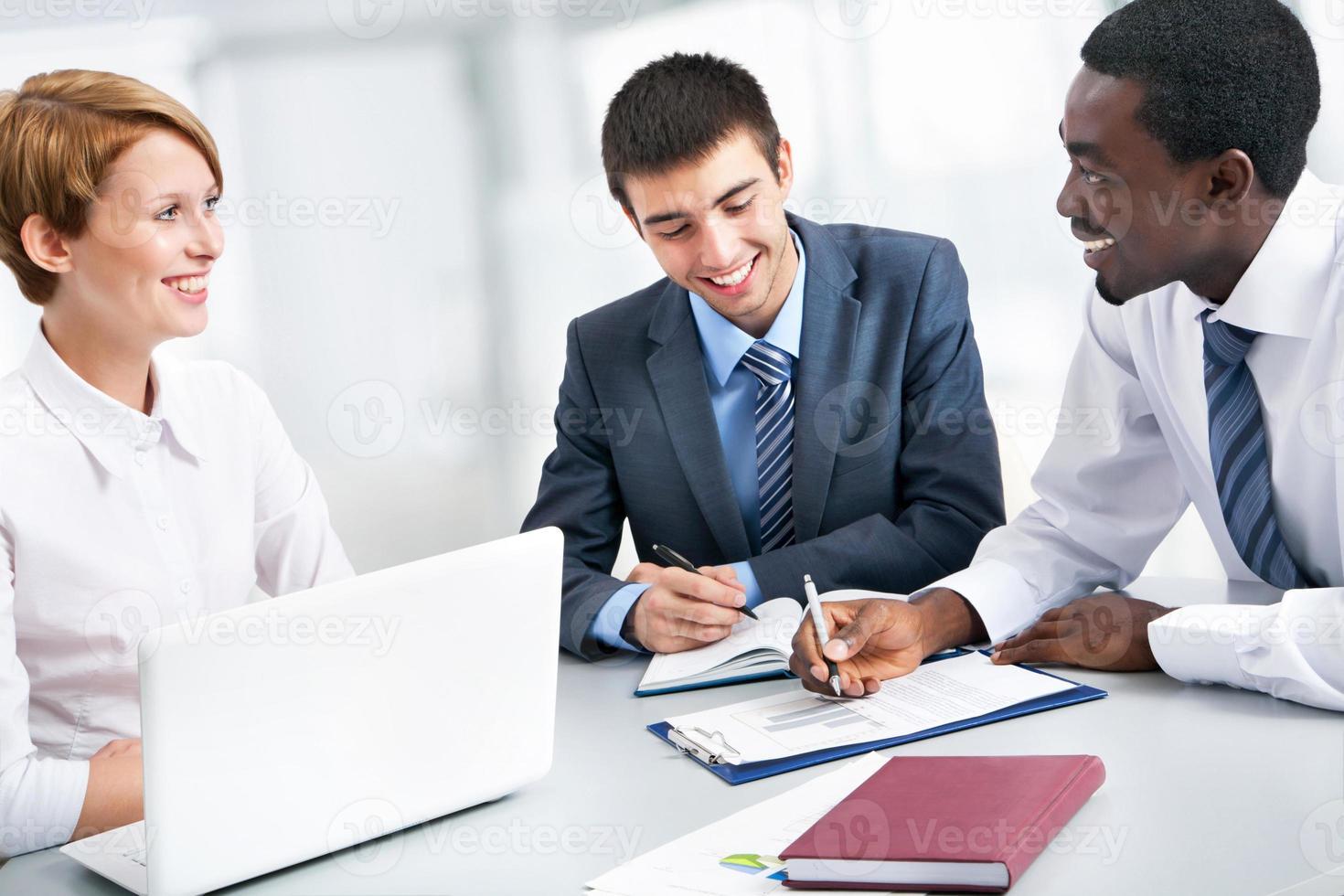 affärsgruppsmöte porträtt foto