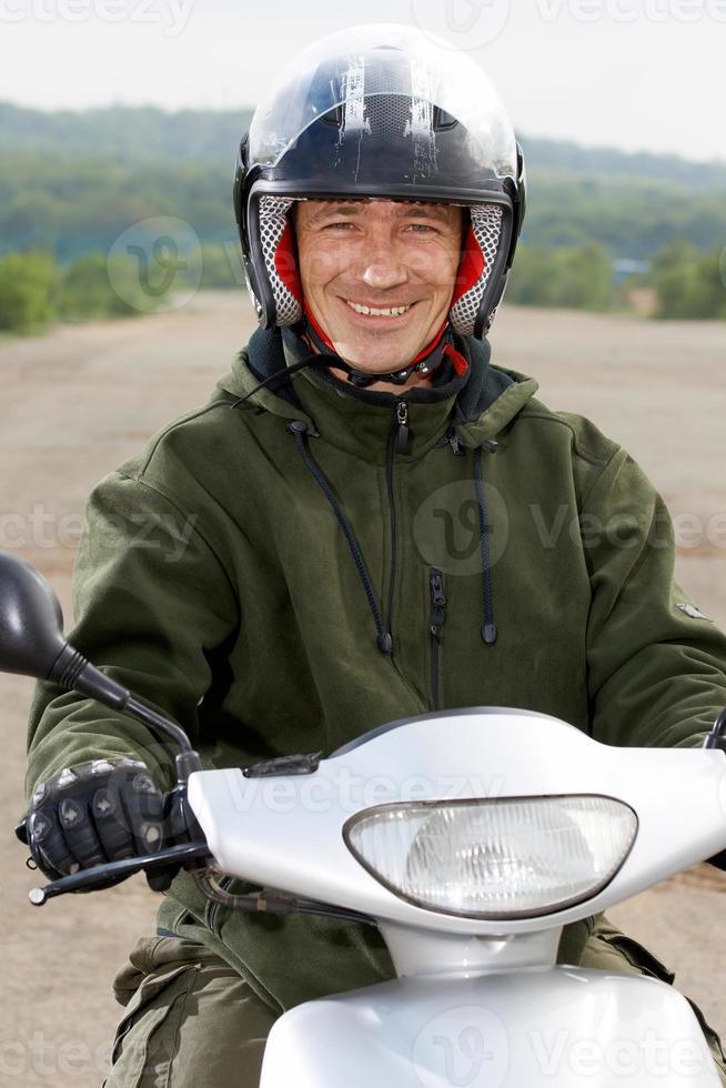 porträtt leende cyklist foto