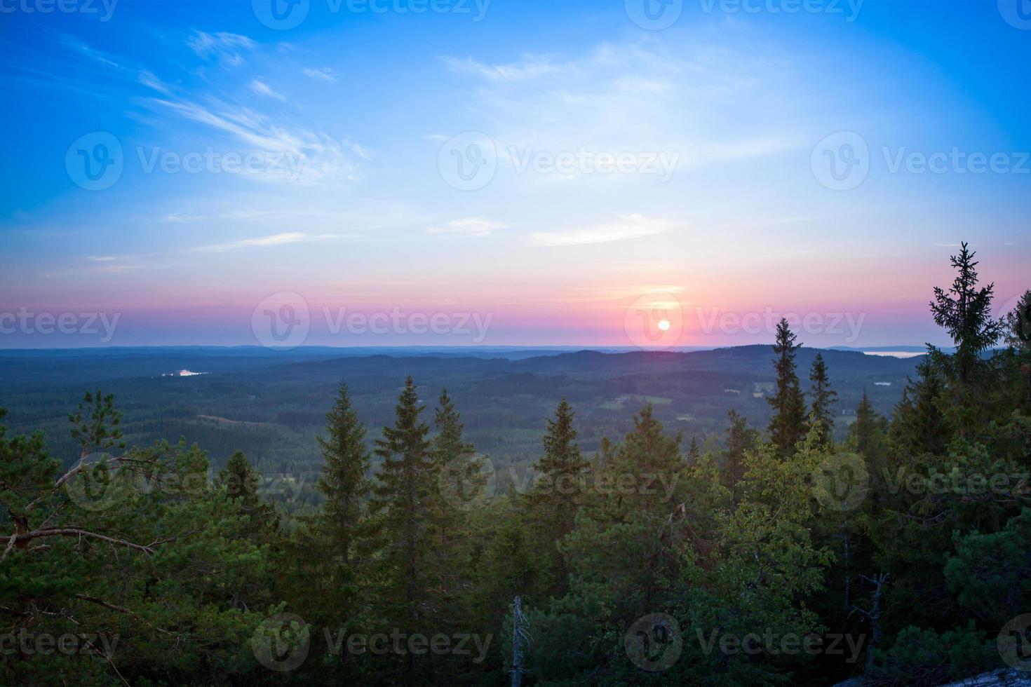 färgglad solnedgång på koli, finland foto