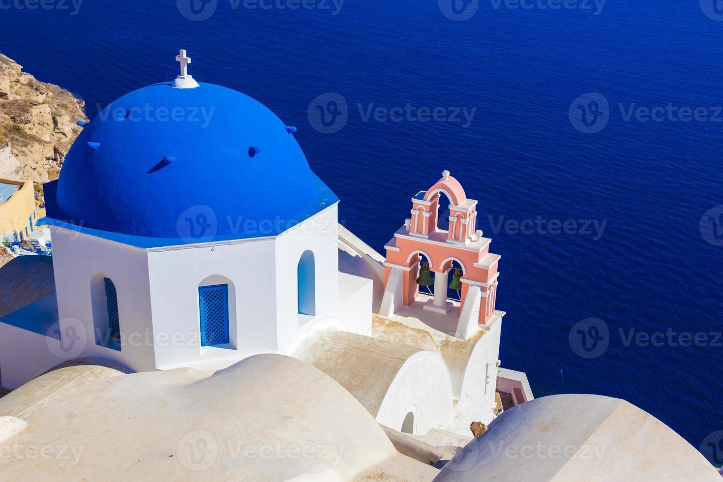 oia kyrka, santorini ö, cyklader, Grekland foto
