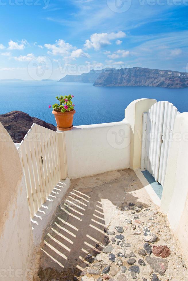 santorini - den lilla porten till huset i oia foto
