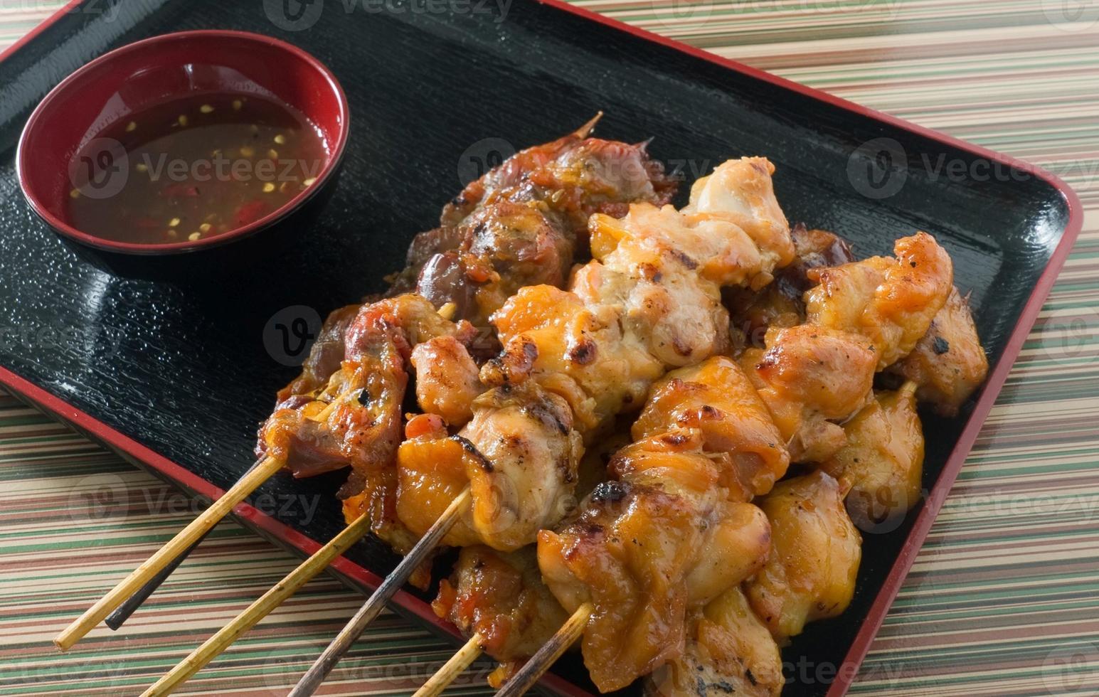 läcker grillfest kyckling grillad mat på spett foto