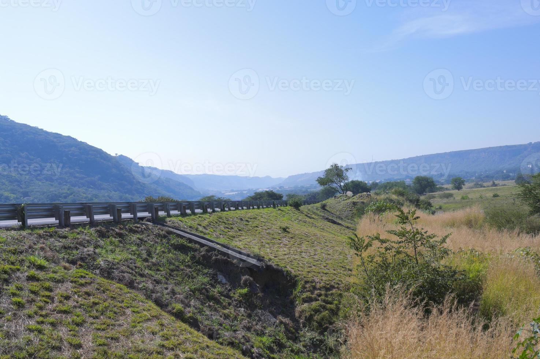 motorväg genom Sierra Madre berg i Jalisco foto