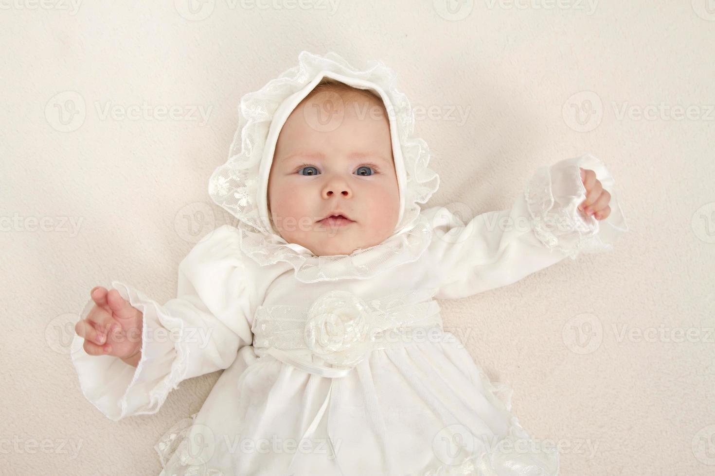 baby i en klänning foto